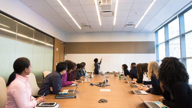 Normas de etiqueta a aplicar en una reunión de trabajo